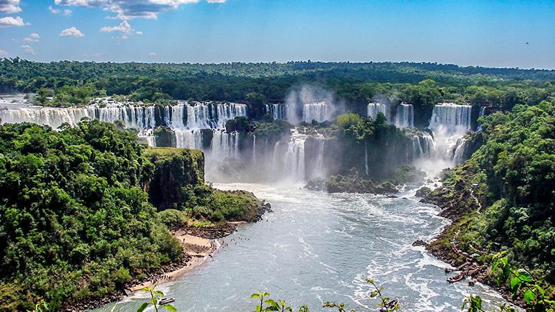 Die Iguazu Wasserfälle von Brasilien und Argentinien